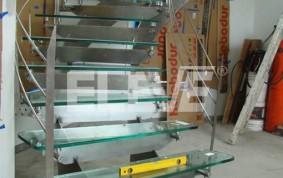 Escalera en Vidrio Templado y Acero Inoxidable
